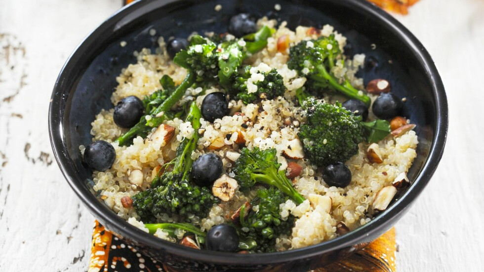 BROKKOLI OG BLÅBÆR: Er ekstremt sunne og næringsrike matvarer du kan spise så mye du vil av! Foto: Bon Appetit