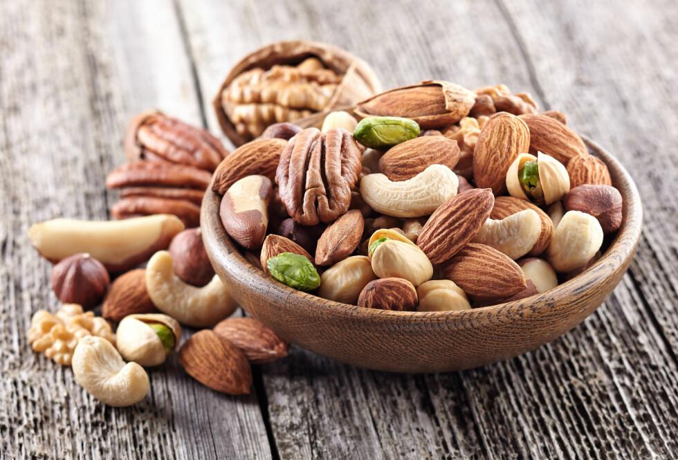 Nøtter kan være et flott mellommåltid som inneholder mange viktige næringsstoffer. Men hvilke nøtter er de aller sunneste?  Foto: Shutterstock / Dionisvera