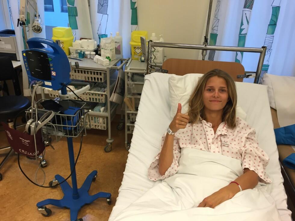 Mars 2015. Margrethe på Rikshospitalet og prøver å holde humøret oppe.  Foto: Privat