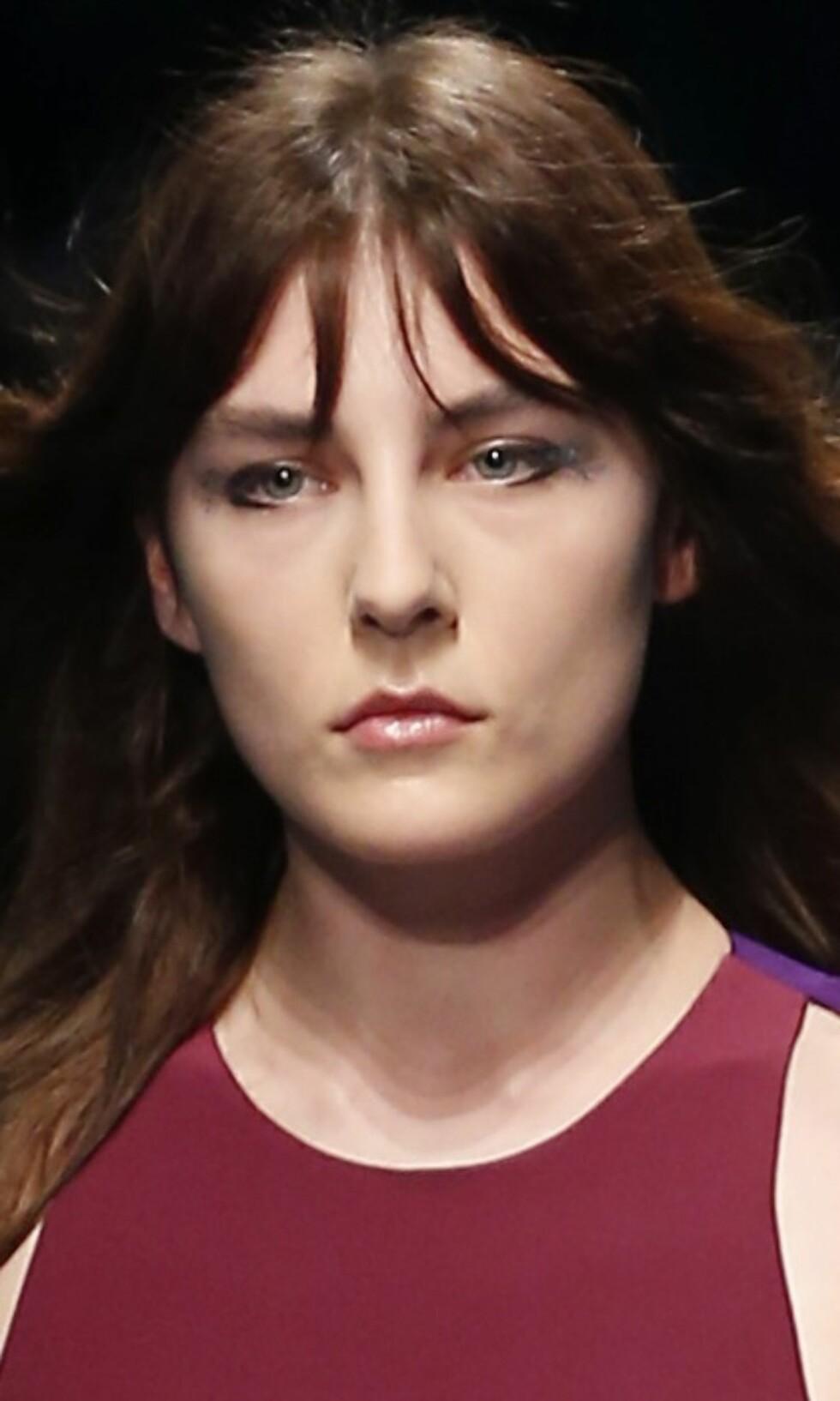 FAUSTO PUGLISI: Under denne visningen hadde modellene kun glitter på kanten i tillegg til en tykkere eyeliner. Foto: Ap