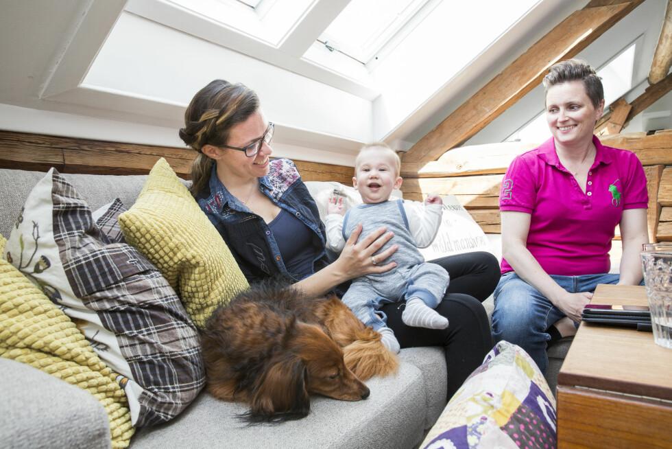 ÅPEN DONOR: Cathrine og Trine valgte åpen donor for Filip. Det betyr at når han blir stor kan han selv velge om han vil vite hvem den biologiske faren hans er.  Foto: Sondre Steen Holvik