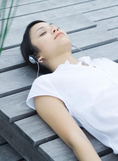 TIME OUT: Avspenning kan hjelpe mot akutt spenningshodepine. Foto: Michele Constantini / ZenShui