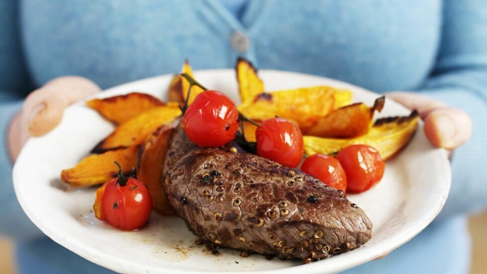 KJØTT: For mye rødt og bearbeidet kjøtt er vist å kunne øke risikoen for tarmkreft. Det betyr imidlertid ikke at du bør fjerne det helt fra kostholdet.  Foto: FoodCollection
