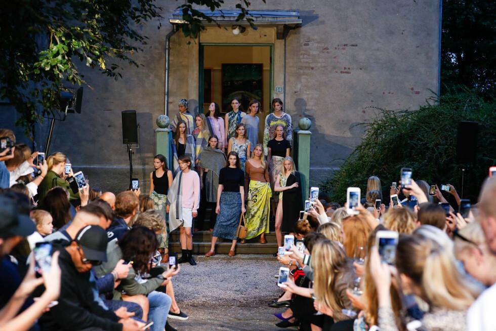 OSLO RUNWAY: Holzweiler samlet i trappen utenfor det gamle atelieret til Edvard Munch.  Foto: Oslo Runway