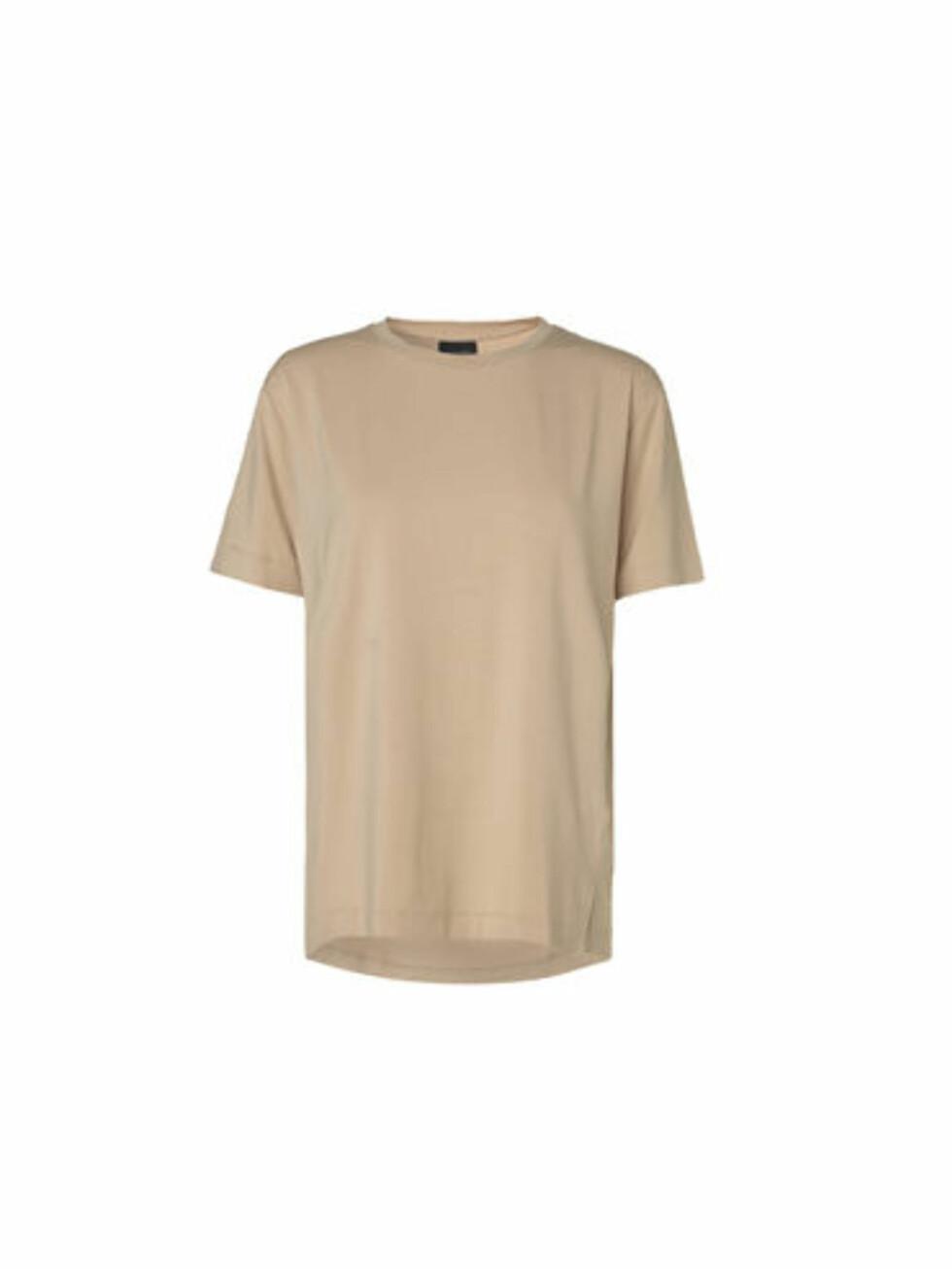 T-skjorte fra By Malene Birger, kr 700. Foto: Produsenten