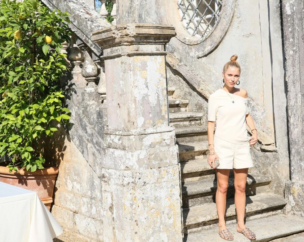 <strong>MINIMALISTISK:</strong> Pernille Teisbæk mener Skandinaviske jenter aldri ville hatt på seg et blomstrete antrekk fra topp til tå, men heller gå for en minimalistisk look. Som hun har gjort her! Foto: Rex Features