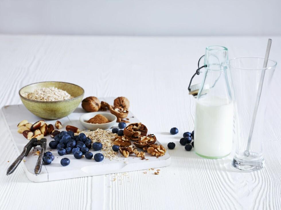 BRA MAT: Melk, grove kornprodukter, nøtter og bær, er alle gode kilder til magnesium.  Foto: Bon Appetit
