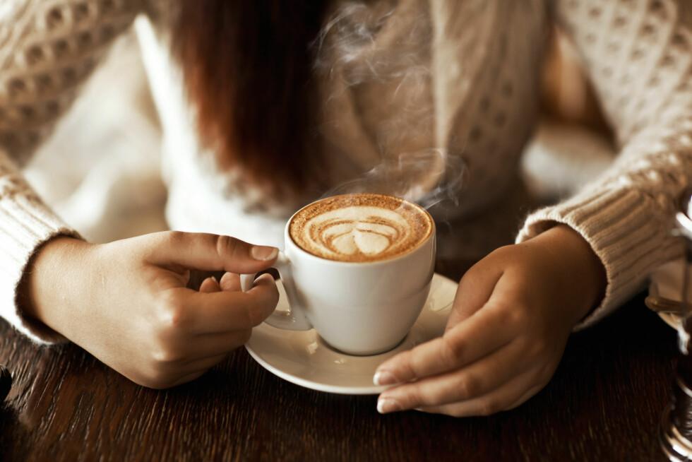 SETTER I GANG FORDØYELSEN: Enkelte mat- og drikkevarer kan stimulere tarmen og gjøre at du må på do, kaffe er et godt eksempel. Foto: Shutterstock / Kryvenok Anastasiia