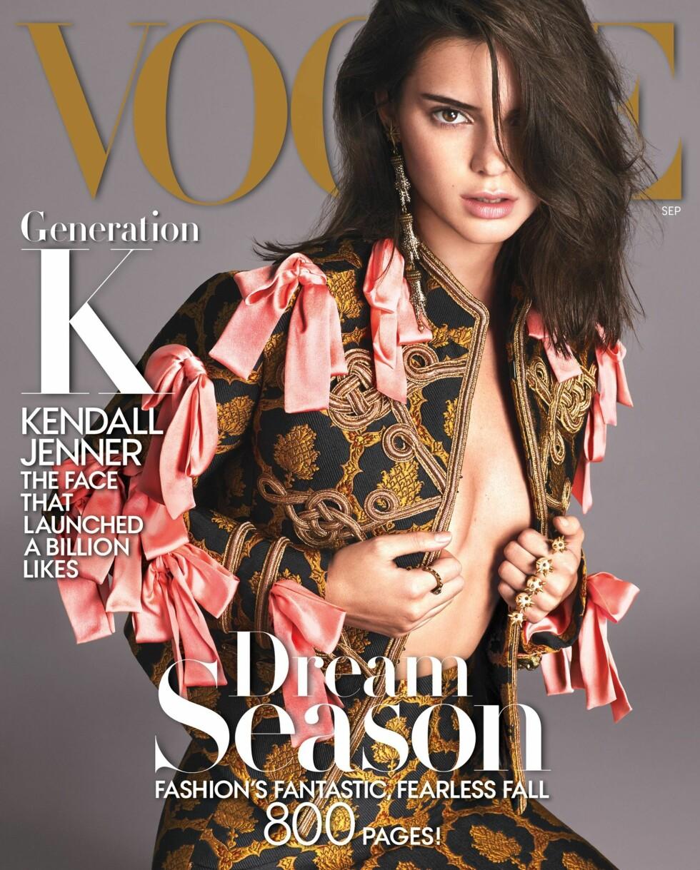 VOGUE US SEPTEMBER: Iført en Gucci-dress poserte Kendall Jenner (20) i klassisk Voguestil på magasinets septemberutgave Foto: Mert Alas og Marcus Piggott /Vogue