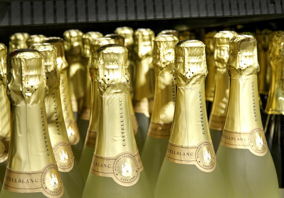 IKKE DET SAMME: Det er i hovedsak tre faktorer som skiller Champagne fra prosecco, og den viktigste faktoren er produksjonsmetoden.   Foto: Foto: Gorm Kallestad / NTB scanpix