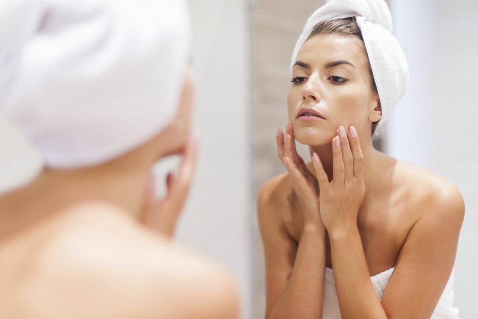 FET HUD? Faktisk har fet hud store fordeler av en renseolje, fordi den lett smelter gjennom talget uten bruk av overflateaktive stoffer som kan skade hudbarrieren og forårsake irritasjoner.  Foto: Shutterstock / gpointstudio