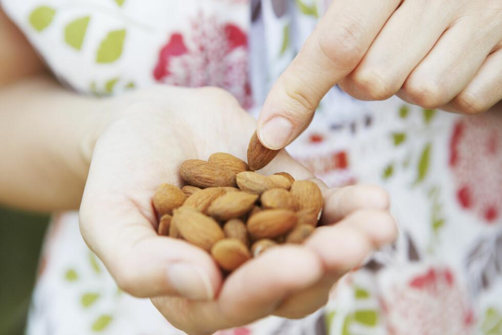 MELLOMMÅLTID: Spis regelmessige måltider, 3 hovedmåltid og 2 små mellommåltid. Foto: Shutterstock / Daisy Daisy