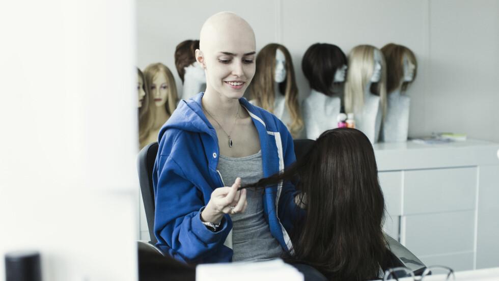 MISTET HÅRET: Sofia begynte å miste håret da hun var 11 år gammel, men har i motsetning til andre med samme sykdom, fått beholde nydelige bryn og lange øyevipper.  Foto: Astrid Waller