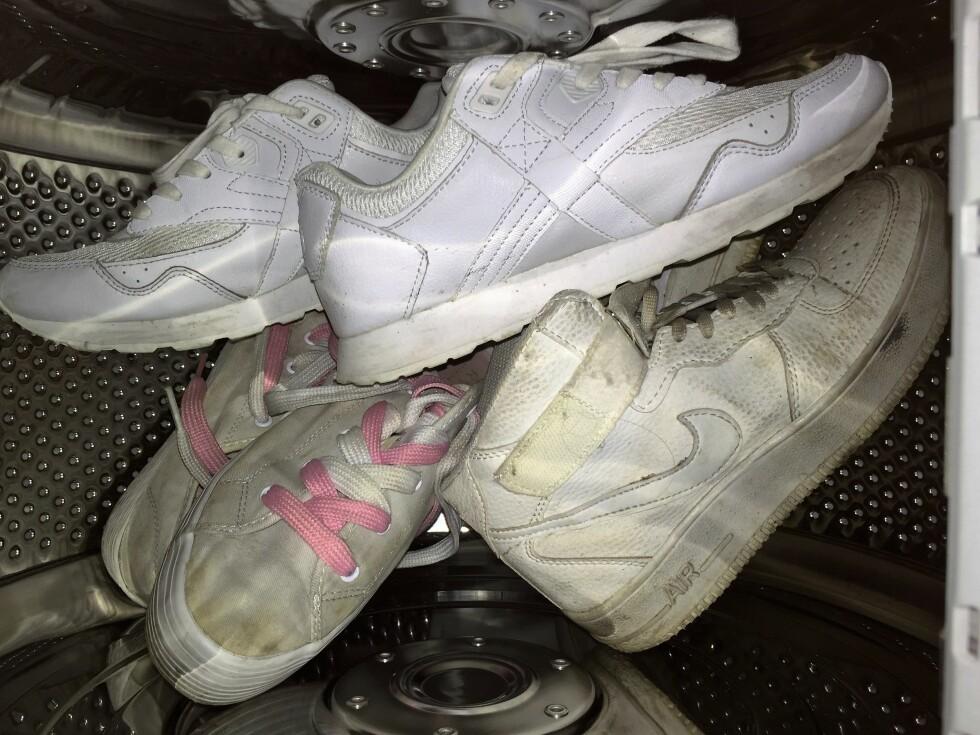 SKITTENT: Hvite sko blir fort grå og skitne. Her er tipsene som holder dem hvite så lenge som mulig. Foto: Stine Helén Tunstrøm