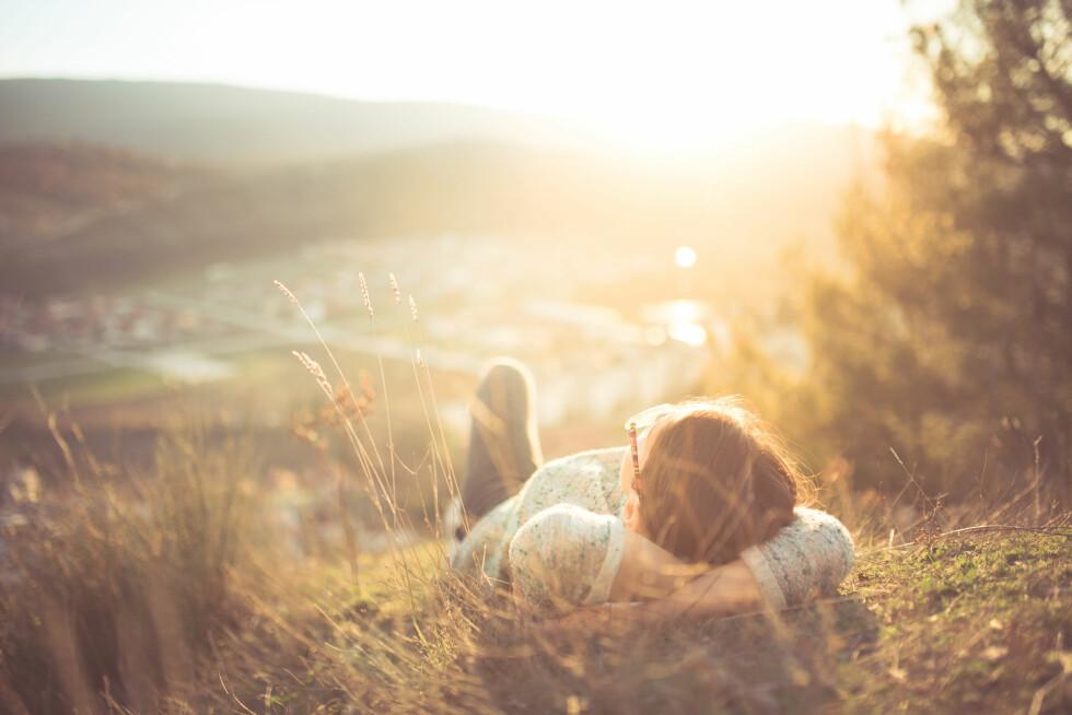 SOLEN ER VIKTIG: Sollys er veldig viktig for at kroppen skal klare å produsere nok D-vitamin. Foto: Shutterstock / eldar nurkovic
