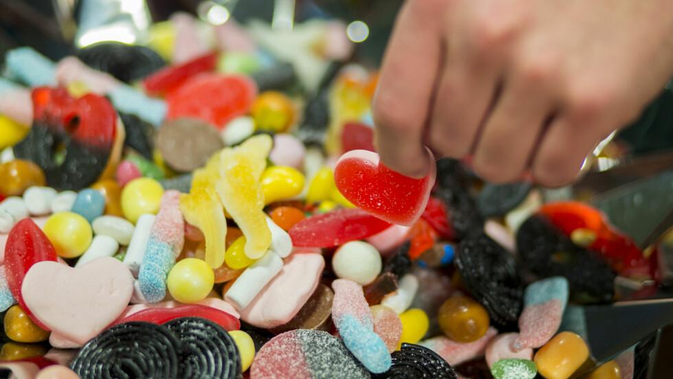 KALORIER I SMÅGODT: Noen biter inneholder mengder med kalorier.   Foto: NTB scanpix