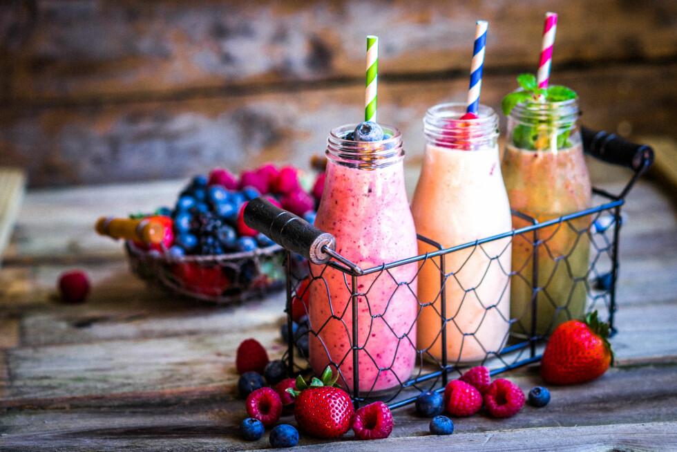 SMOOTHIES: Deilig, flytende frukt som kjøler ned og smaker superdigg.  Foto: Shutterstock / Alena Haurylik