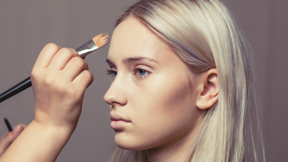 KONTURERING: Trenden har tatt jenter med storm, men hvor bra er den egentlig for huden? Foto: Shutterstock / AlikeYou