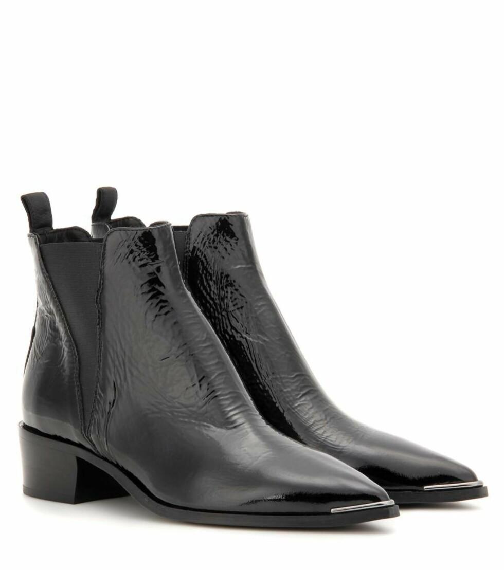 Ankelstøvler fra Acne Studios via Mytheresa.com | kr 3626 | http://www.mytheresa.com/eu_en/jensen-patent-leather-ankle-boots-621086.html