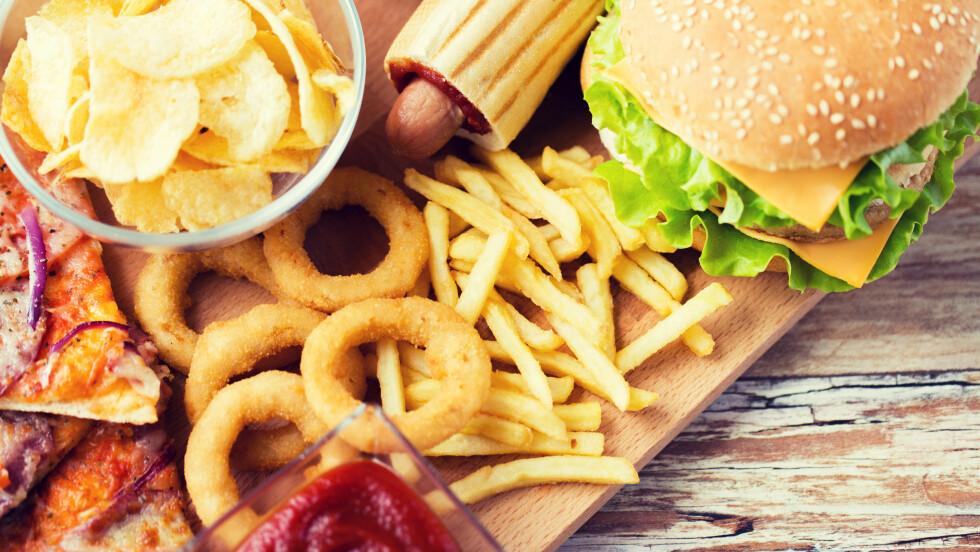 UNNGÅ Å OVERSPISE: Hvordan kan du unngå å spise altfor mye om sommeren? Det er jo så mange fristelser!  Foto: Shutterstock / Syda Productions