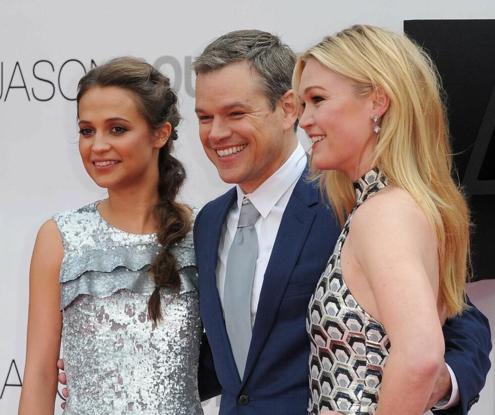 AKTUELL: 29. juli har den femte Jason Bourne-filmen norgespremiere. Her poserer skuespillerne Alicia Vikander, Matt Damon og Julia Stiles under premieren i London i midten av juli. Foto: NTB Scanpix