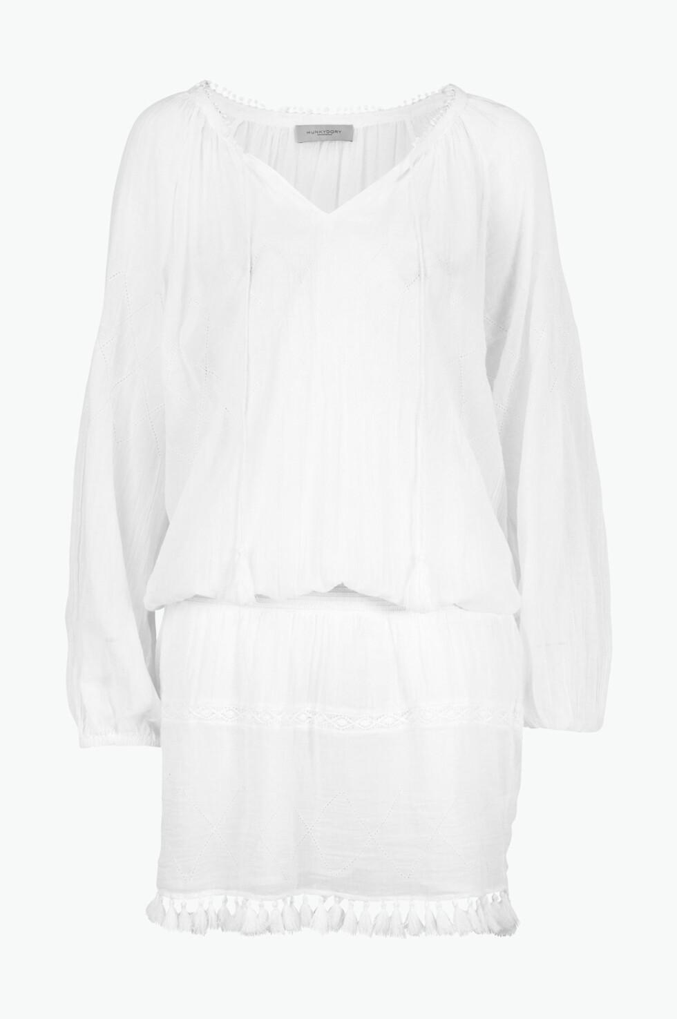 Hvit kjole fra Hunkydory via Ellos.no, | kr 1400 | https://track.adtraction.com/t/t?a=1068408670&as=1115634940&t=2&tk=1&url=http://www.ellos.no/hunkydory/kjole-dinuba/526331?N=1z141puZ1z141sgZ1z141ooZ1z141od&Ns=RankValue3|1&Nao=3&selArt=360677&pr=0C1B2S3T