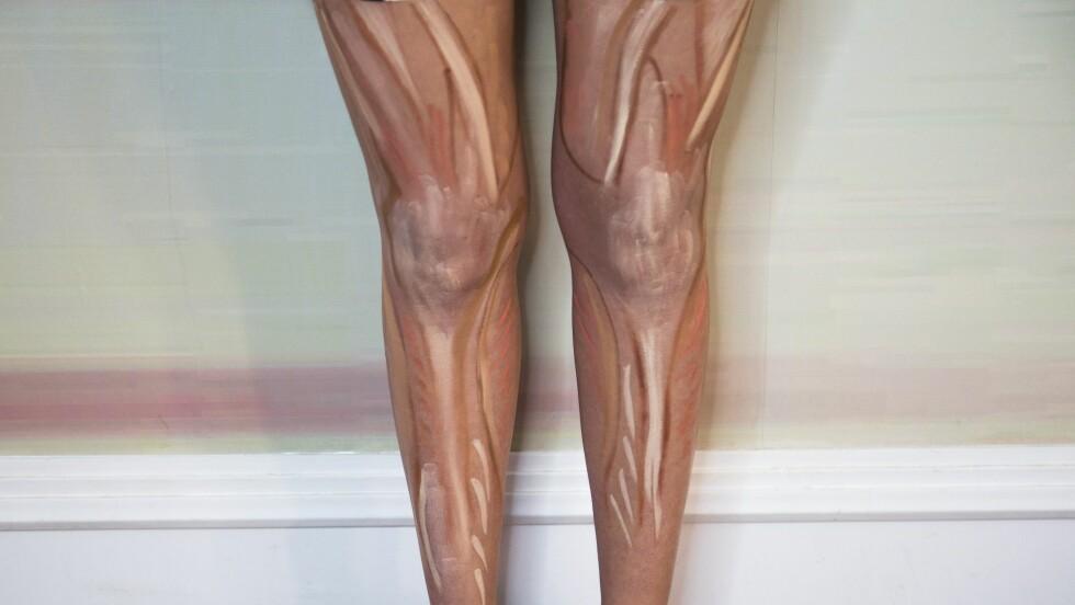 NY CONTOURING-TREND: Å sminke beina sine på denne måten har blitt det nye store! Sminketeknikken contouring har vi vært kjent med en stund, men er det virkelig nødvendig å gjøre dette hver dag? Foto: Rex Features