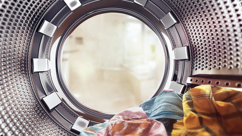 KLESVASK: Ikke alle plaggene dine trenger å bli kastet i maskinen etter en gangs bruk. Sjekk listen nederst i saken! Foto: Shutterstock / Rocksweeper