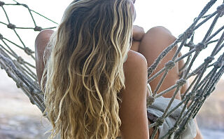 Slik får du liv i tørt hår