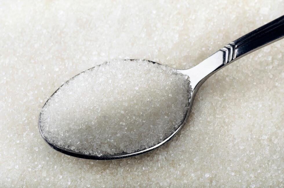 FÆRRE KALORIER I SUKKER: En teskje honning inneholder 23 kalorier og 6 gram sukker, mens en strøken teskje hvitt sukker inneholder 16 kalorier og 4 gram sukker. Foto: Coprid - Fotolia