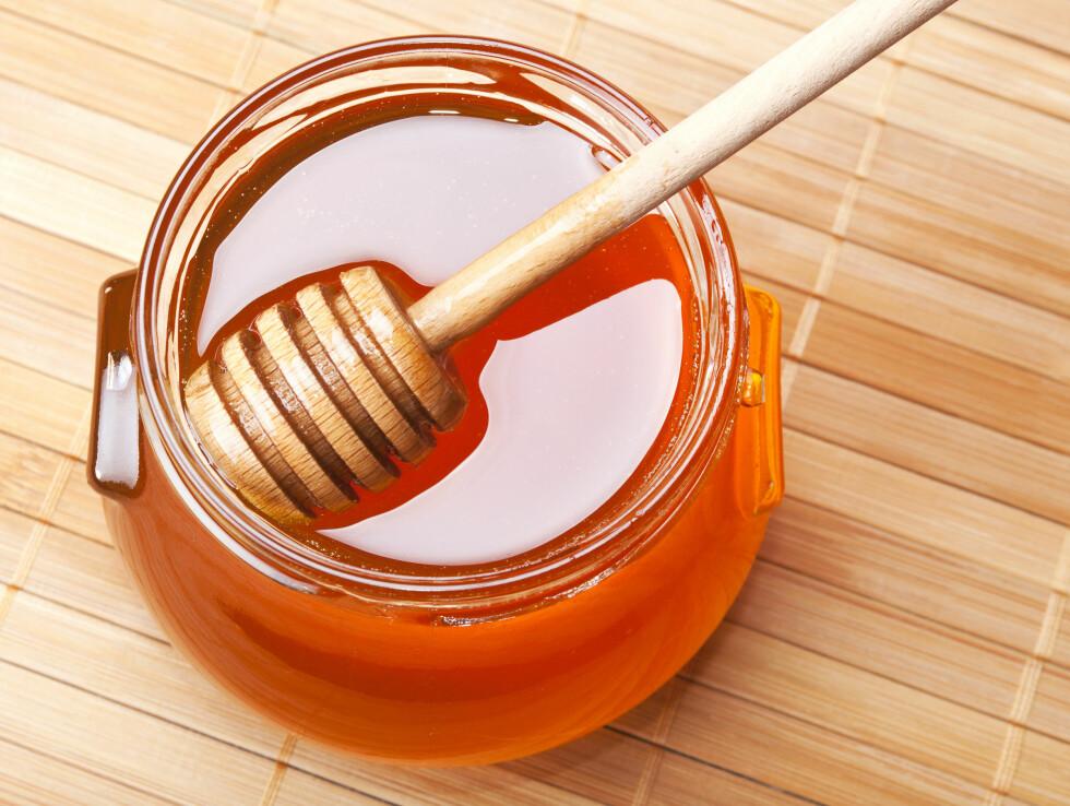 BØR IKKE VARMES: Du bør ikke varme honning for da mister den mange av de gode næringsstoffene sine.  Foto: andriigorulko - Fotolia