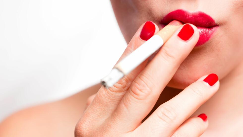 TA SEG EN FESTRØYK: Mange undervurderer både antall røyk og helserisiko når de festrøyker.  Foto: Shutterstock / Robert Neumann