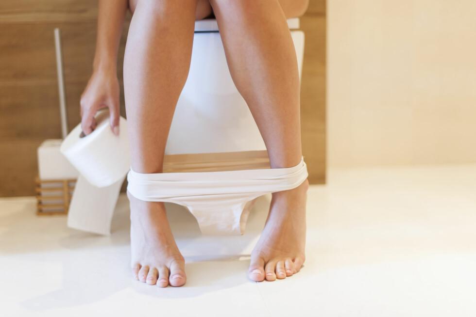 NATURLIG PROSESS: Muskelsammentrekninger i tarmveggen gjør at alt innhold i tarmen, inkludert luft, presses nedover. Dette gjør at du ofte må på do etter et måltid. Foto: Shutterstock / gpointstudio