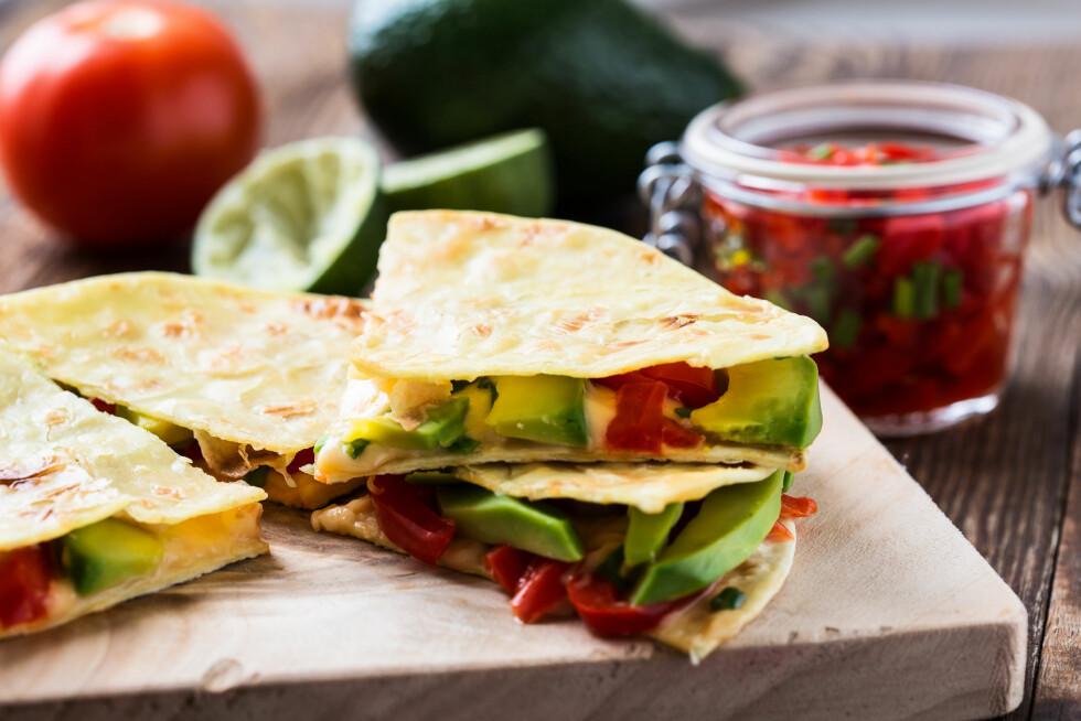 AVOKADOQUESADILLAS: En sunnere fri på den meksikanske favorittretten quesadillas. Foto: Shutterstock / istetiana