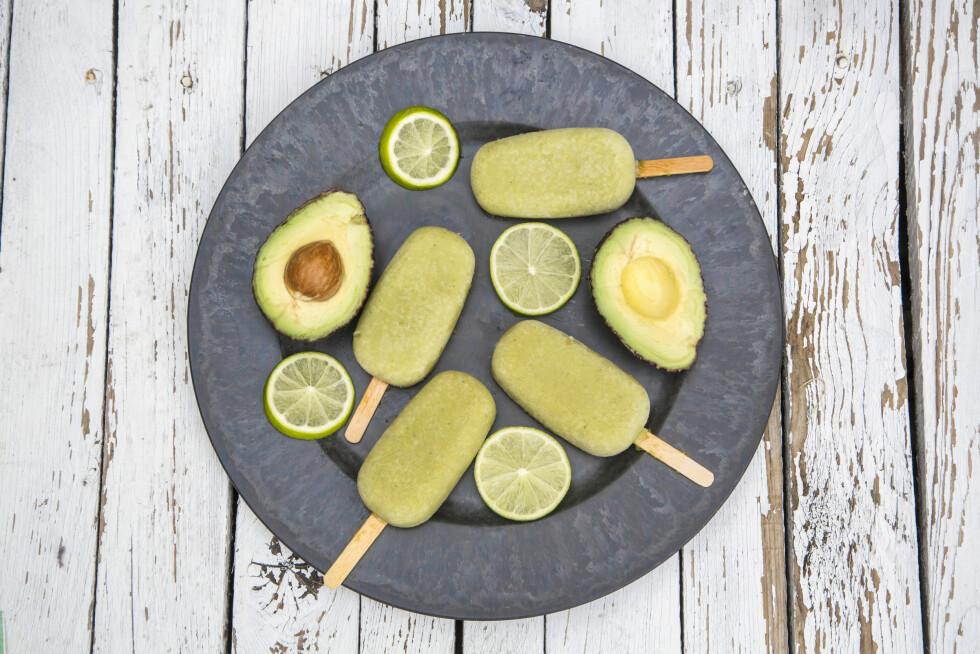 AVOKADOIS: Frisk eller fyldig, avokadoisen kan være begge deler! Foto: Shutterstock / TunedIn by Westend61
