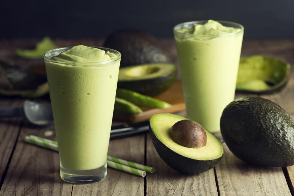 AVOKADOSMOOTHIE: Legg til en avokado i den grønnesmoothien for enda flere næringsstoffer. Foto: Shutterstock / viennetta