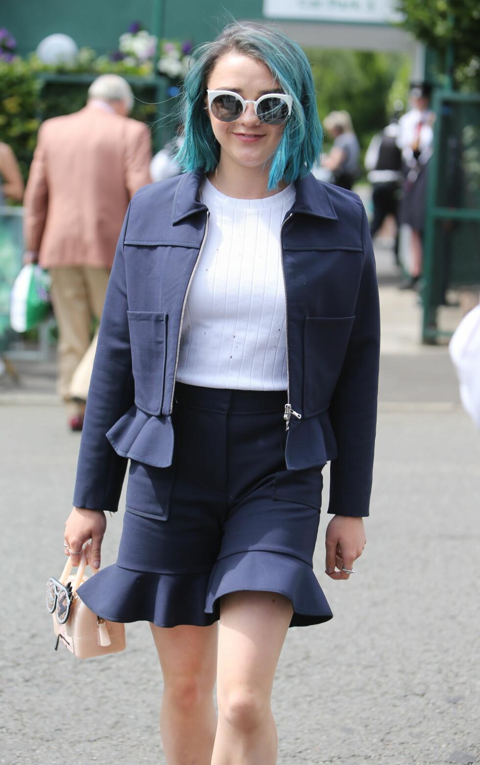 Lille Arya er ikke så liten i virkeligheten. Maisie Williams, som spiller rollen, har gjennomgått et ekstremt utseendeskifte den siste tiden. Foto: wenn.com