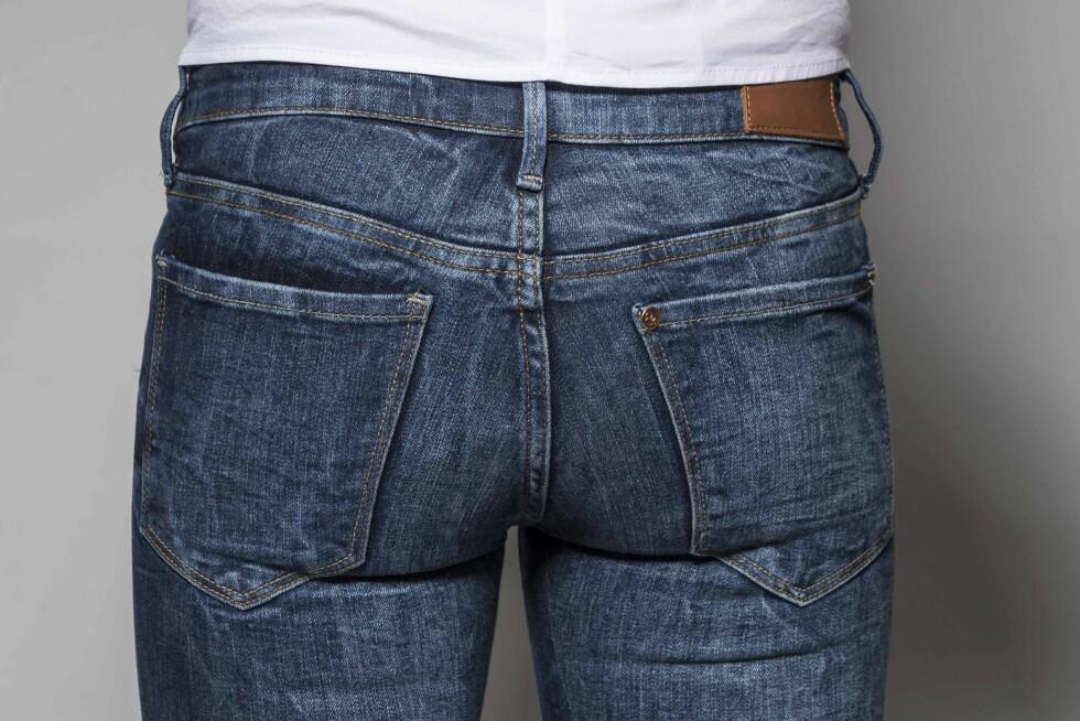FOR MINDRE RUMPE: Store lommer gir en illusjon om mindre rumpe. Jo større lommene er, jo mindre virker baken i forhold (kr 400, Gina Tricot).  Foto: Solveig Selj