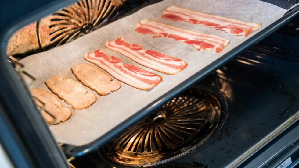 STORE FORSKJELLER: Velger du kyllingbacon fremfor vanlig bacon sparer du deg for over 380 kalorier!  Foto: Endre Vellene