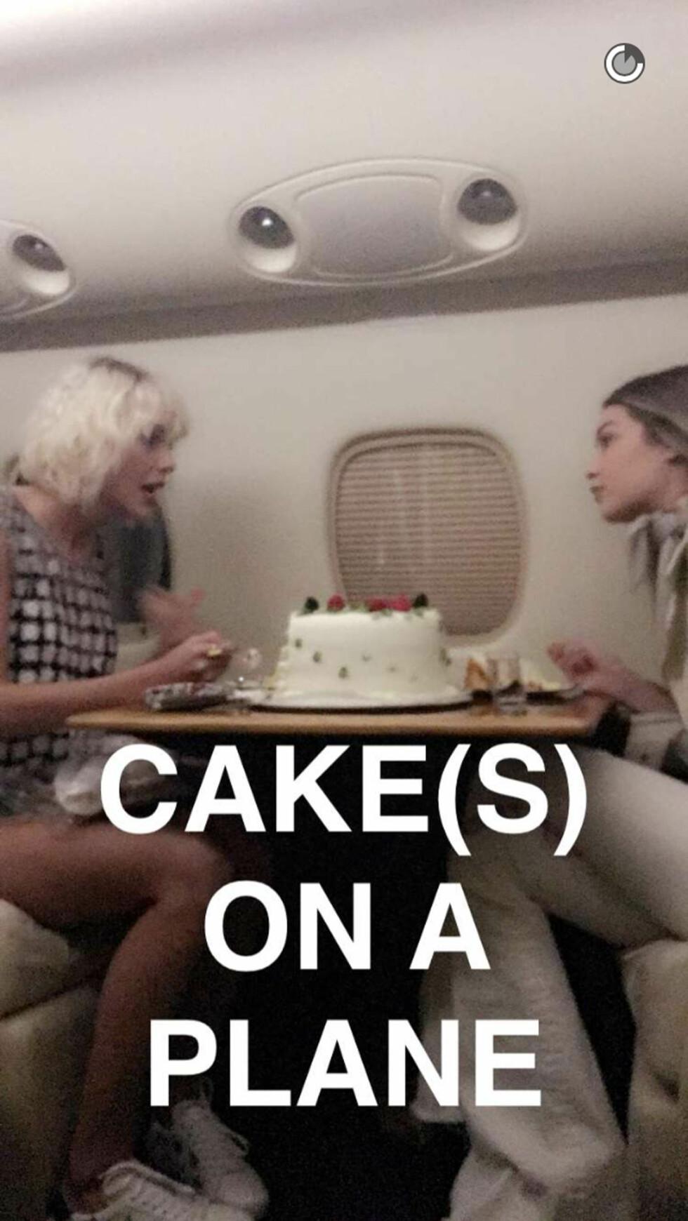 Taylor Swift and Gigi Hadid. Foto: Xposure