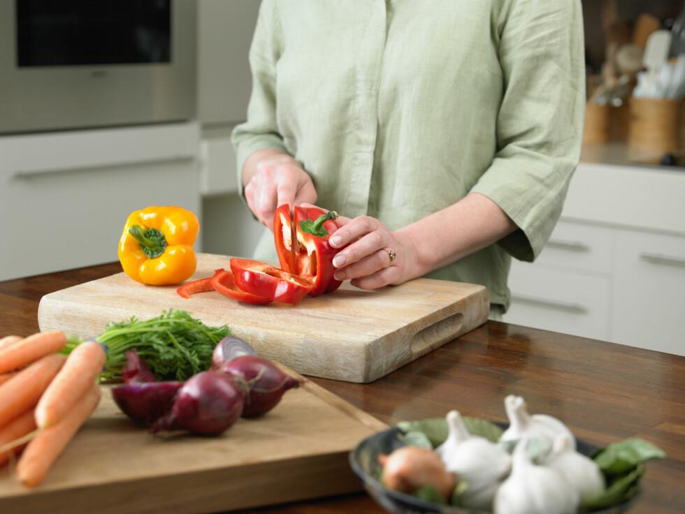 GRØNNSAKER: Sørg for å spise masse frukt og grønnsaker, og du vil se at det blir langt lettere å kvitte seg med magefettet. Foto: Scanpix/NTB