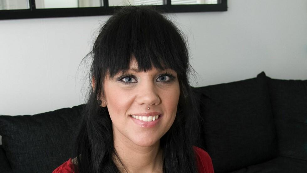 BEDRE LIV MED PCOS: Zandra Lindbom har fått et lettere liv etter at vekten ble halvert. Men den kraftige hårveksten sliter hun fortsatt med.  Foto:  Jan-Erik Ejenstam