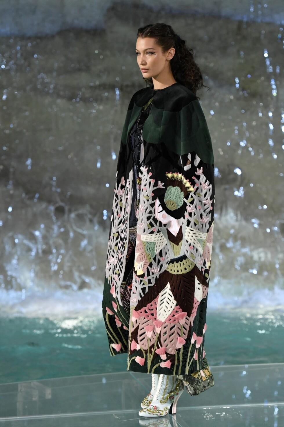 <strong>Fendi Haute Couture Høst/Vinter 2016/17:</strong> Bella Hadid. Foto: Afp