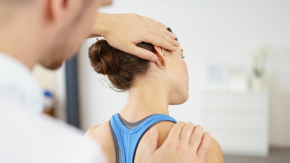 RYGG OG NAKKE: Det finnes mange ulike behandlingsformer for rygg- og nakkesmerter. Foto: Shutterstock / racorn