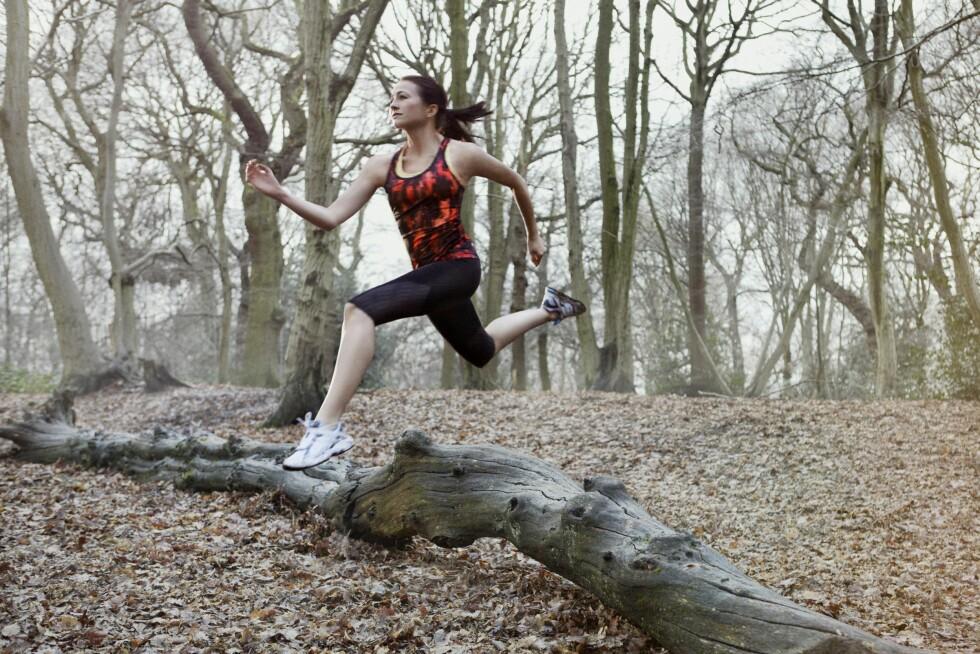 TRENER HELE KROPPEN: Du bruker flere muskler og har større variasjon i muskelbruken når du løper i terreng. Og variasjonen i underlaget gjør at både koordinasjonen og balansen også får kjørt seg. Foto: (c) Liam Norris/Corbis/All Over Press
