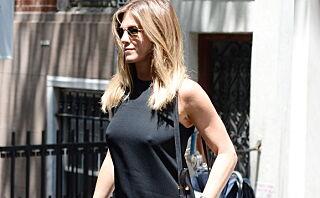Jennifer Aniston (47) bh-løs på shopping: - Her viste hun nok litt mer enn hun hadde tenkt