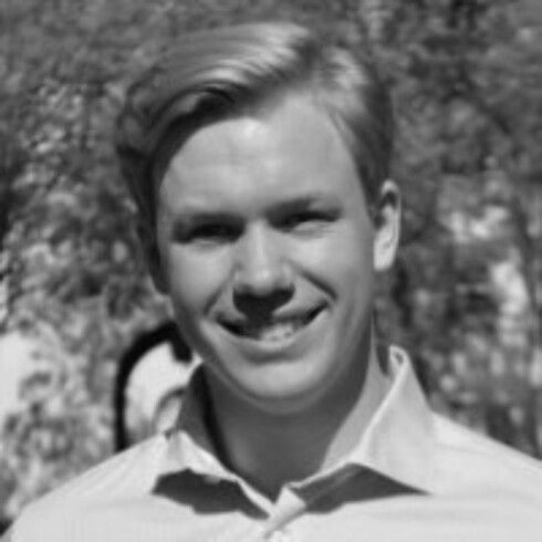 SVENSK REDNINGSMANN: Carl-Fredrik Arndt (28) var den ene av de to svenskene som reddet den amerikanske kvinnen fra voldtekten i januar 2015. Han var på det tidspunktet student ved Standford University. Foto: Skjermdump // Linkedin