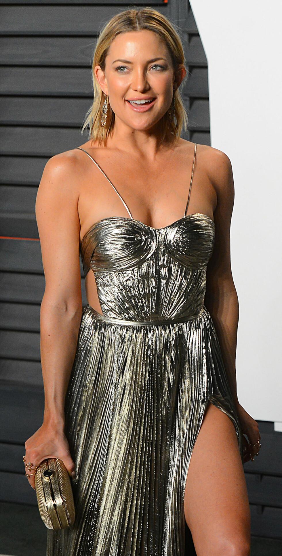 HOT: Det er ingen tvil om at tobarnsmoren Kate Hudson, som snart bikker 40, holder seg svært godt. Hun trener blant annet pilates for å opprettholde formen. Dette bildet er tatt under Vanity Fair Oscar Party tidligere i år. Foto: NTB Scanpix