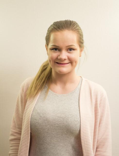 FORSLAG: Viktoria Høybakk i Nordland AUF mener at kvinnelige studenter og skoleelever ved videregående bør få statlig støtte til å dekke utgifter ved mensen. Foto: Privat