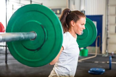 STERKEST MED FÅ REPETISJONER: Du blir sterkest med få repetisjoner og tunge vekter, men trener du med flere repetisjoner vil du øke potensialet for hvor mye muskelstyrke du kan utvikle.  Foto: Scanpix